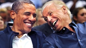 obama-biden laugh small